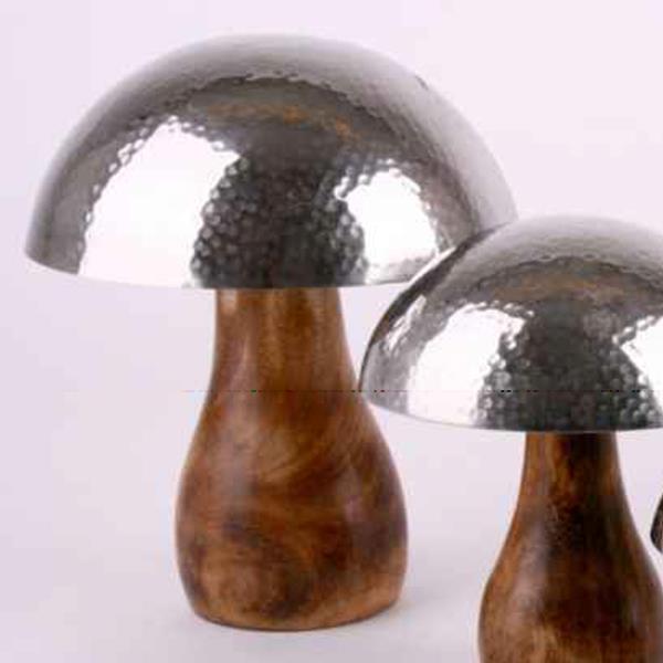 Deko Pilz zum stellen, Fuß Massivholz, Kappe Silber gehämmert